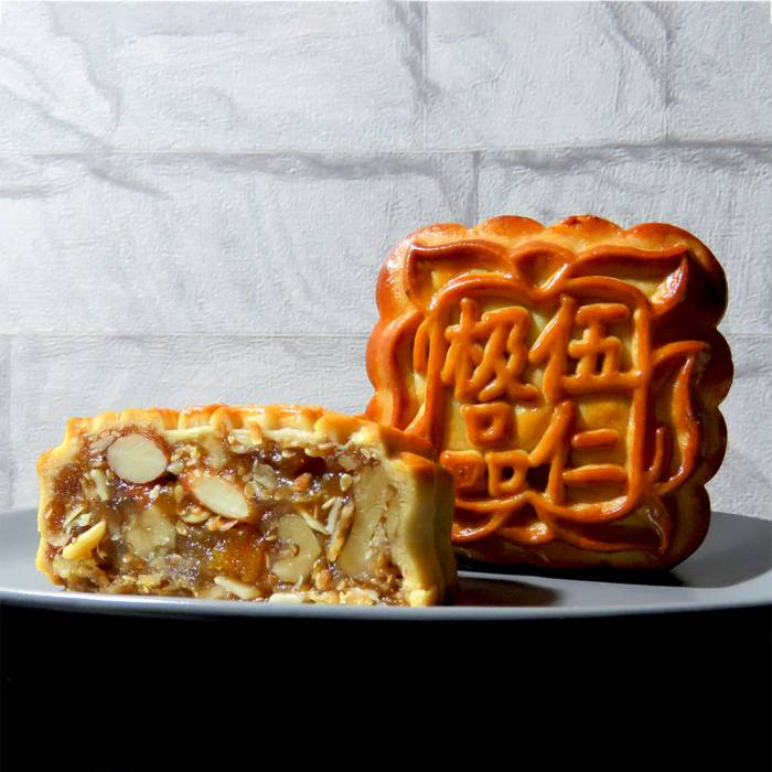 Traditional Baked Mixed Nut Mooncake